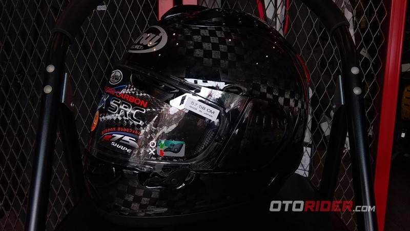 Helm Arai Carbon