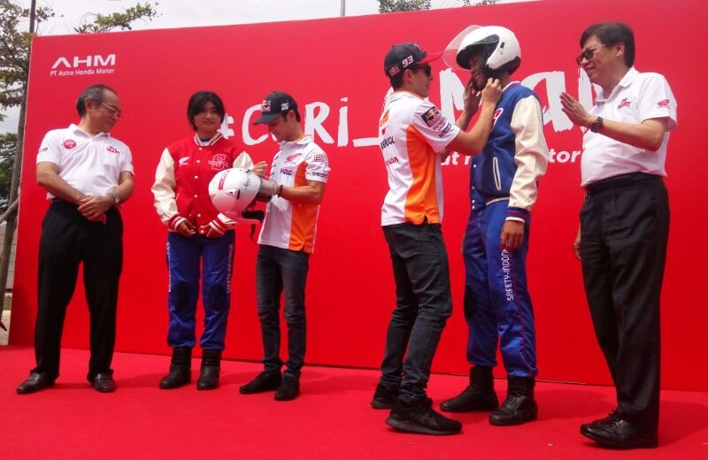 Dua Pembalap Repsol Honda Kampanye Safety Riding