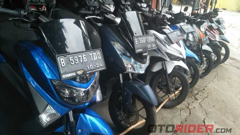 Showroom motor bekas